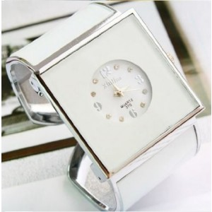 2014 New ArrivaL Women`s Elegant Square Bracelet Ladies Quartz Dress Watch - White